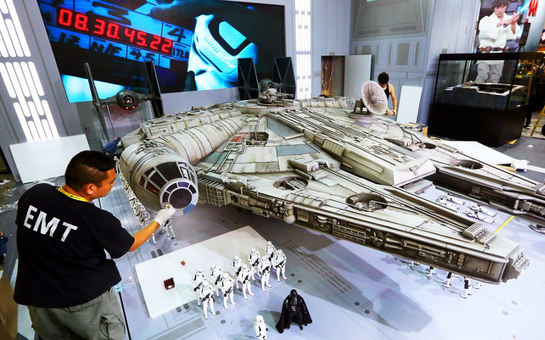 Hot Toys Millennium Falcon 1 6th model